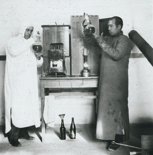 Dr. Young and Dr. Chai in a vaccine lab